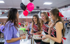 Macbooks, brunch and bingo: Cheerleaders host night of fun, games featuring impressive prizes