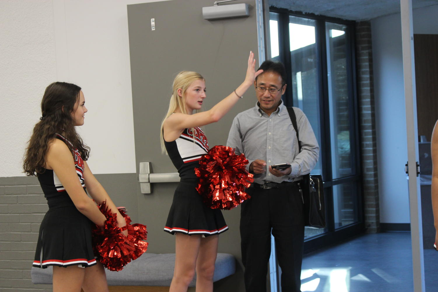 Freshman+cheerleaders+direct+parents+to+the+correct+classrooms.+CHS9+Curriculum+Night+took+place+on+Tuesday+from+6-8+p.m.