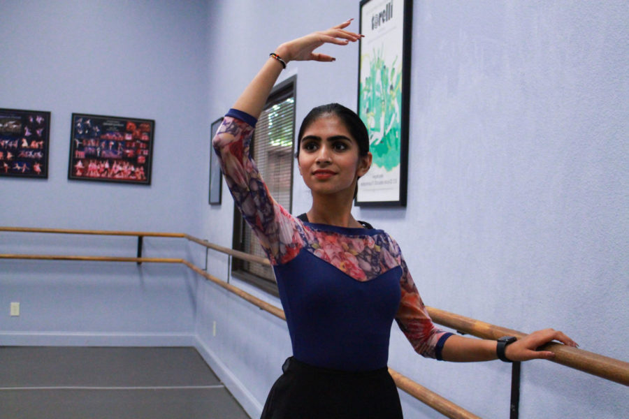 Coppell+High+School+senior+Advaita+Chaudhari+takes+a+ballet+class+at+Ballet+Academy+of+Texas.+Chaudhari+takes+Indian+classical+dance%2C+ballet%2C+yoga+and+BollyX+classes%2C+finding+comfort+and+passion+in+multiple+forms+of+the+art.+