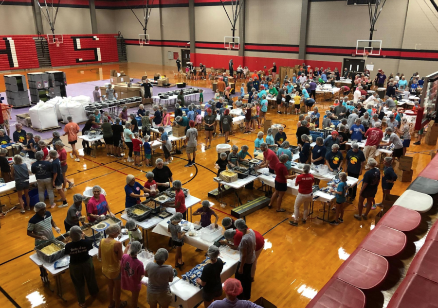 Volunteers+help+pack+meals+on+Aug.+24+in+the+Coppell+High+School+large+gym.+Coppell+1+Million+Meals+is+a+student-led+organization+that+plans+on+packing+100%2C000+meals+every+year+to+pack+one+million+meals+over+the+course+of+10+years.+Photo+courtesy+Coppell+1+Million+Meals.