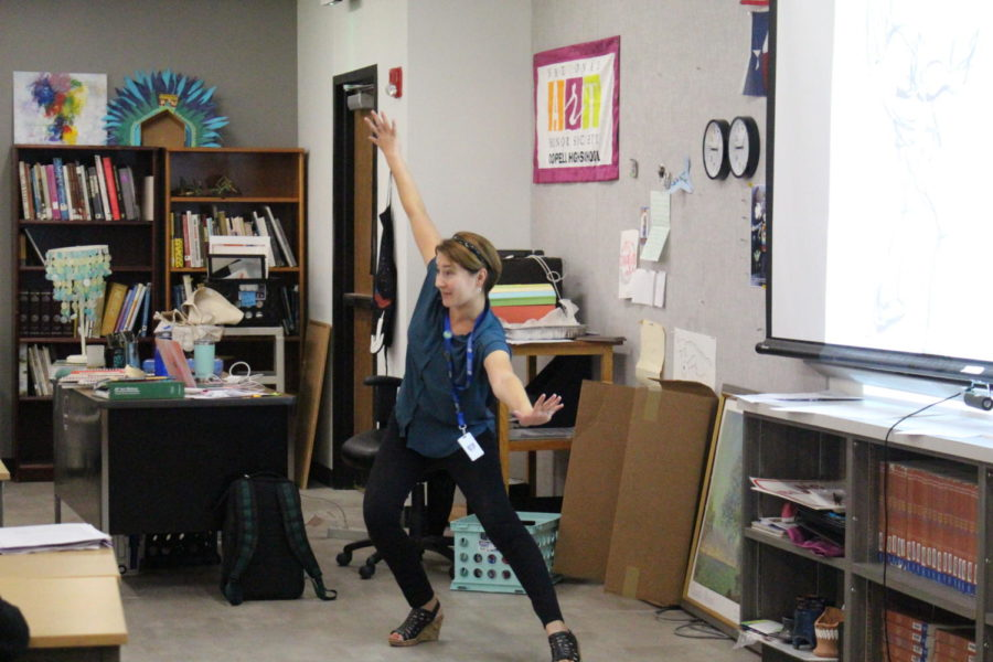 Coppell High School art teacher Michelle Hauske demonstrates motion to her fifth period Art II Drawing class. Hauske is The Sidekick's first teacher of the issue.