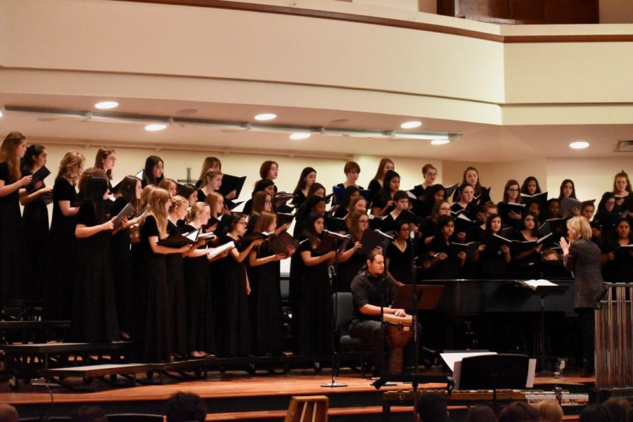 The+TMEA+Region+31+Treble+choir+performs+a+piece+called+%E2%80%9CThe+Composition+of+a+Kiss%E2%80%9D+by+Padworski+during+the+2019+All+Region+Honor+Choir+concert+on+Saturday+at+the+Grapevine+First+United+Methodist+Church.+Parents+and+friends+come+to+watch+and+enjoy+an+evening+full+of+a+variety+of+music+sung+by+each+choir.+