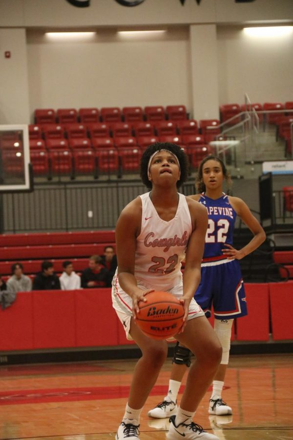 Coppell+sophomore+forward+India+Howard+shoots+a+free+throw+in+the+CHS+Arena+on+Tuesday.+The+Cowgirls+defeated+Grapevine%2C+61-42.+
