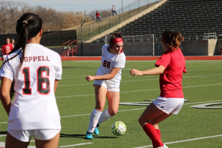 Coppell+junior+midfielder+Maya+Ozymy+looks+for+an+open+teammate+during+the+scrimmage+against+Belton+on+Saturday+at+Buddy+Echols+Field.+The+Cowgirls+defeated+the+Tigers%2C+2-0.+