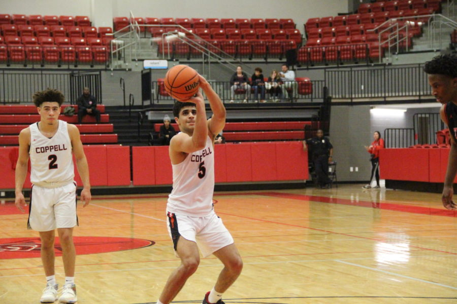 Coppell+senior+guard+Adam+Moussa+shoots+a+free+throw+in+the+CHS+Arena+on+Tuesday.+Coppell+won+its+home+game+against+Trinity%2C+58-38.