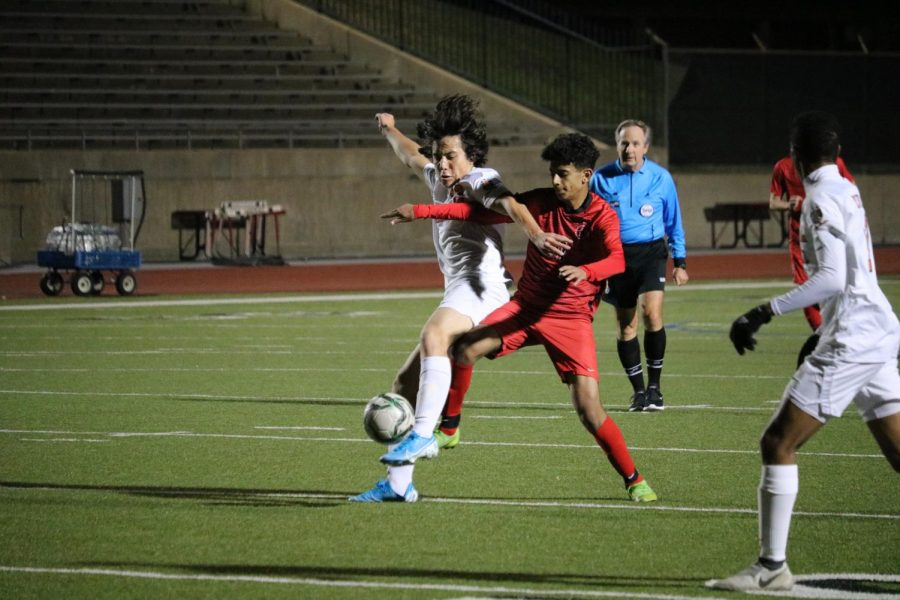 Coppell+senior+midfielder+Adam+Saif+fights+for+possession+with+Frisco+Wakeland%E2%80%99s+Parsa+Zabihpour+during+the+scrimmage+on+Thursday+at+Buddy+Echols+Field.+The+Cowboys+defeated+the+Wolverines%2C+4-3%2C+on+a+free+kick.+