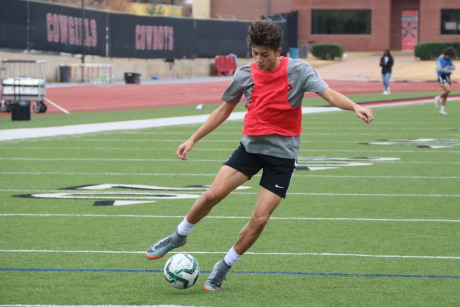 Coppell+freshman+Preston+Taylor+executes+a+ball+roll+during+practice+on+Nov.+21+during+fifth+period+on+Buddy+Echols+Field.+Taylor+is+the+first+freshman+to+play+on+varsity+since+Ryan+Barlow+in+2011.