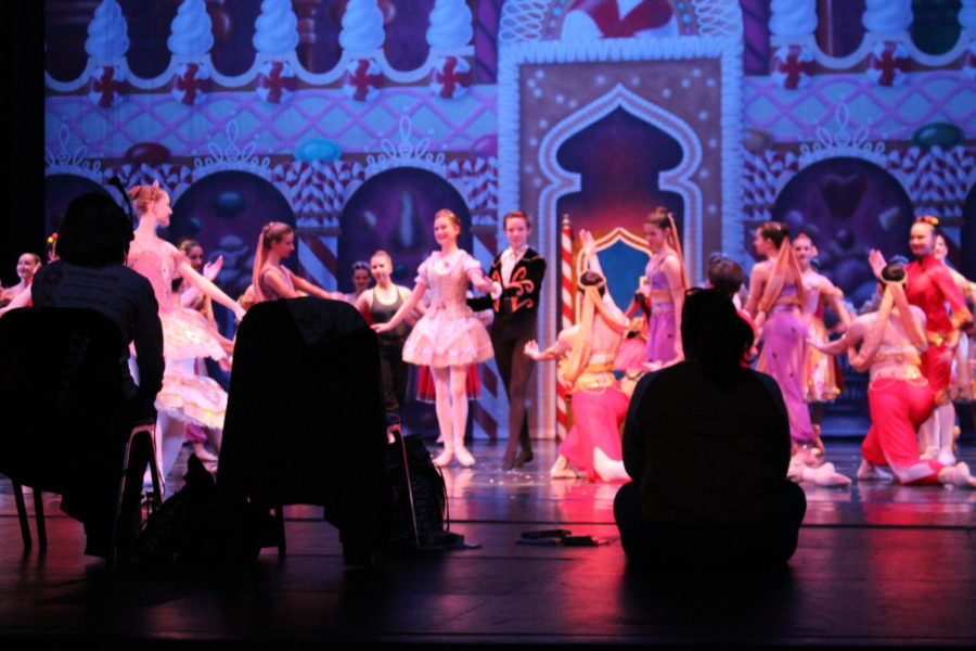 Dancers+practice+the+finale+of+%E2%80%9CThe+Nutcracker%E2%80%9D+during+the+Dec.+4+rehearsal.+The+Ballet+Ensemble+of+Texas+performed+its+annual+production+of+%E2%80%9CThe+Nutcracker%E2%80%9D+on+Saturday+and+Sunday+at+Irving+Arts+Center.+