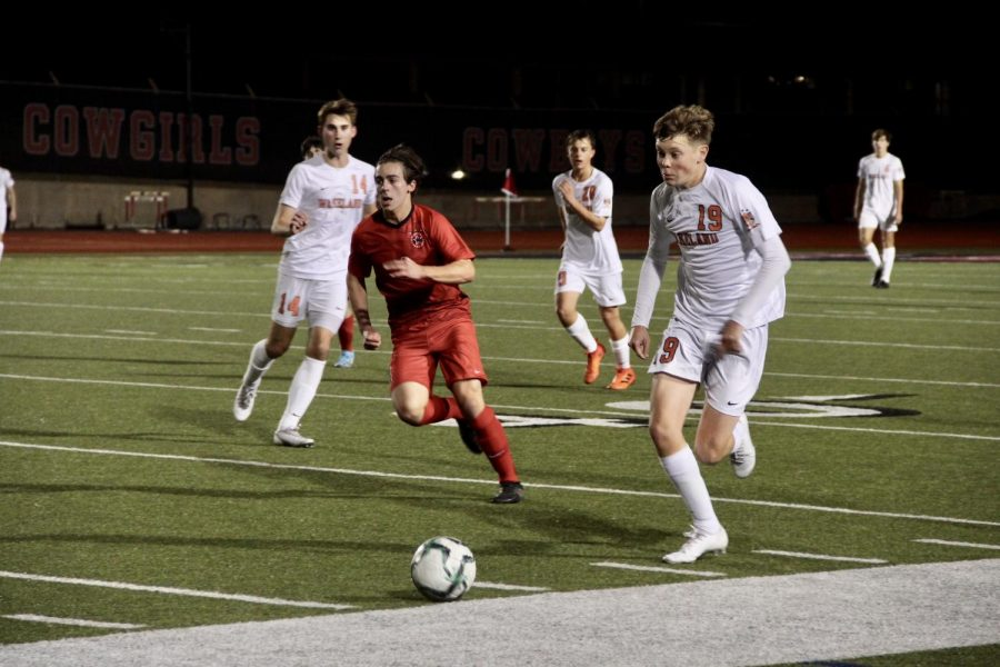 Coppell+junior+midfielder+Garrett+Greaves+tracks+back+to+defend+during+the+scrimmage+against+Frisco+Wakeland+on+Thursday+at+Buddy+Echols+Field.+The+Cowboys+defeated+the+Wolverines%2C+4-3.+