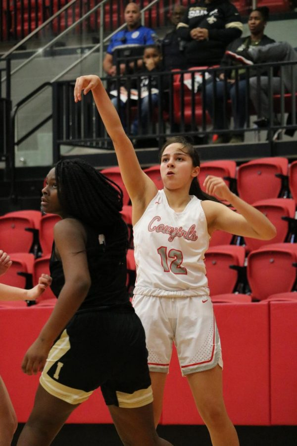 Coppell+senior+guard+Anika+Herron+shoots+a+3-pointer+against+Irving+on+Saturday+in+the+CHS+Arena.+The+Cowgirls+defeated+the+Tigers%2C+60-20%2C+bringing+their+District+6-6A+record+to+2-3.+