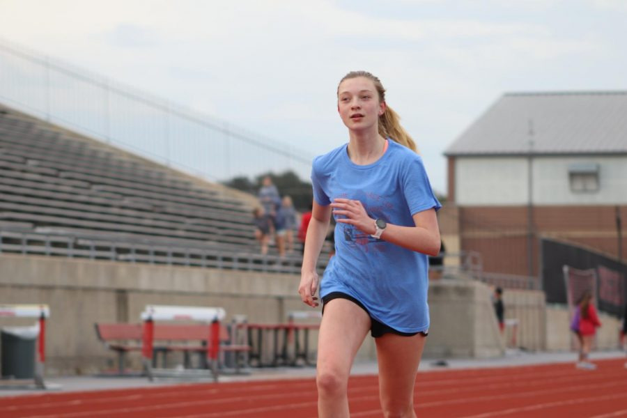 CHS9+student+Elizabeth+Grace+Walker+warms+up+on+Wednesday+morning+on+the+Buddy+Echols+Field+track.+With+her+mother%2C+Leigh+Walker%2C+as+a+Coppell+ISD+Board+of+Trustees+member%2C+grandmother+Diane+DeWaal+as+a+Coppell+High+School+AP+U.S.+History+teacher+and+brother+Coppell+senior+cross+country+runner+Jackson+Walker%2C+Elizabeth+Grace+has+strong+ties+to+CISD%2C+in+addition+to+her+interests+in+both+theater+and+cross+country.