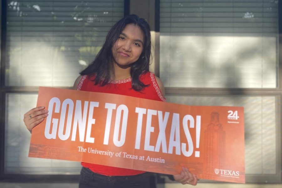 Coppell+High+School+senior+Varsha+Chintapenta+shows+off+her+acceptance+banner+to+The+University+of+Texas+at+Austin.+Chintapenta+is+attending+UT+for+industrial+design+this+fall.+