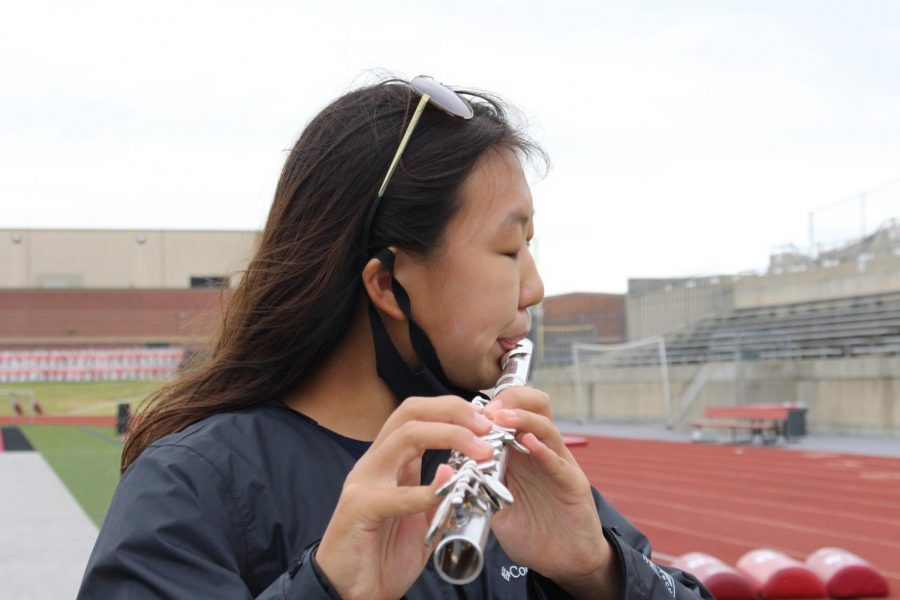 CHS9+freshman+Lindsey+Won+practices+her+solo+piece+at+Buddy+Echols+Field+during+seventh+period+on+Oct.+15.+Won+is+the+only+freshman+in+Coppell+High+School%E2%80%99s+Wind+Symphony+Band.+