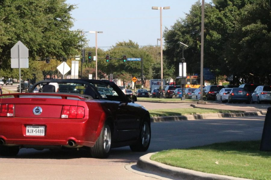 Coppell High School traffic intensifies after school on Sept. 30. The environmental benefits of COVID-19 are being reversed as school and work starts. Photo by Nandini Muresh