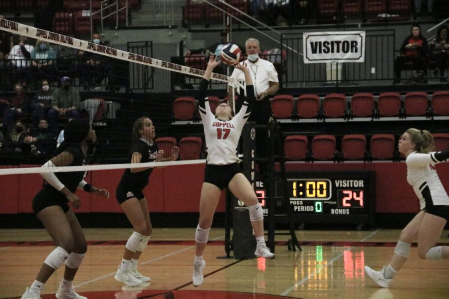 Coppell+sophomore+setter+Taylor+Young+sets+against+Marcus+at+the+CHS+Arena+on+Tuesday.+Young%E2%80%99s+skill+and+encouragement+on+the+court+has+allowed+the+team+to+thrive+as+players+and+as+friends.+