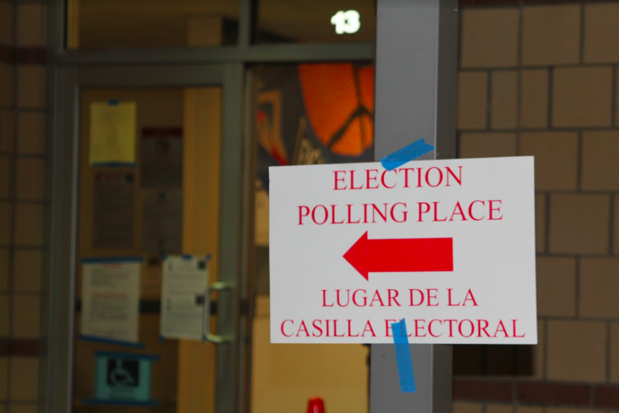 Signs lead the way to polling stations at Riverchase Elementary School on Nov. 3. Election Day was the last day to cast a vote in the 2020 elections. Photo by Tanvee Patil