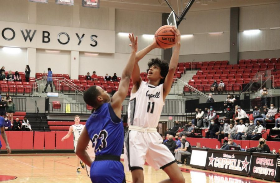 Coppell+junior+guard+Ryan+Agarwal+shoots+against+Hebron+senior+David+Deal+on+Jan.+26+at+the+CHS+Arena.+Agarwal+announced+his+commitment+to+Stanford+University%2C+his+dream+school%2C+on+March+16.