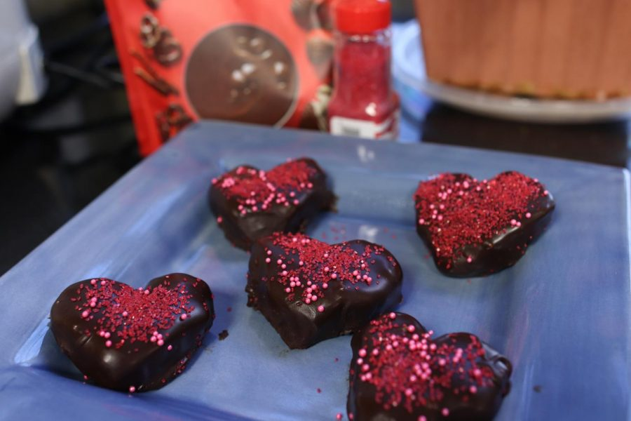 Cookie dough bites are edible cookie dough hearts coated in chocolate. These heart-shaped treats are the perfect dessert for Valentine's Day.