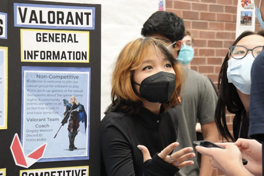 Coppell High School junior Laura Liao provides information about the Coppell ESports Club at the Club Expo during lunch on Friday. The Club Expo was held during all lunches on Friday so that students can explore different school clubs. Photo by Olivia Cooper