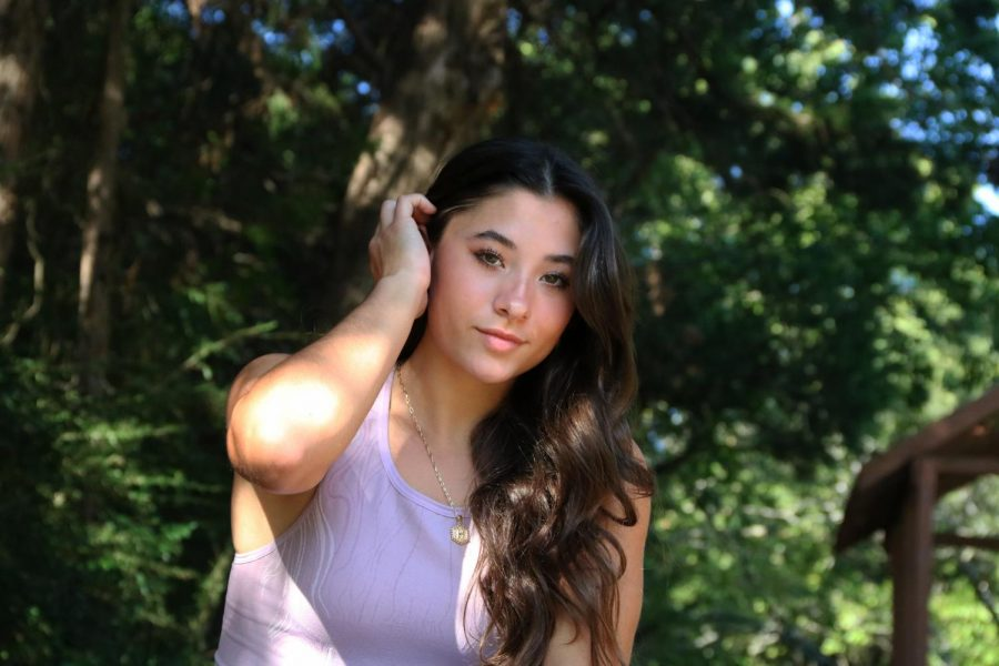 Coppell High School senior Helena de Moraes started modeling at just 11 months old and continued to model during her childhood. In addition to her modeling experiences, de Moraes is an athlete as she plays volleyball and pole vaults for Coppell athletics.