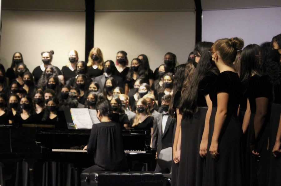 """Coppell High School Choir sings """"Gloria"""" by Franz Joseph Hayden and """"The Lord Bless You and Keep You"""" by Peter C. Lutkin as a finale at the Coppell Choir Fall Concert on Tuesday in the CHS Auditorium. It was the first in-person concert since the Winter Concert in December 2019. Photo by Aliza Abidi"""